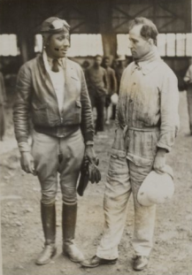 11. Chicago pilot John Robinson (left) and French mechanic Yves Demeaux at Addis Ababa air field, 1935 (Nationaal Archief)